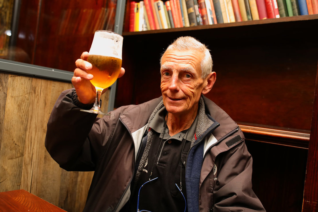 Michael Robinson, 61, has the first drink at the reopening The Toll Gate, a Wetherspoons pub in Hornsey, as coronavirus lockdown restrictions are eased across England. Photo: Aaron Chown/PA Wire/dpa