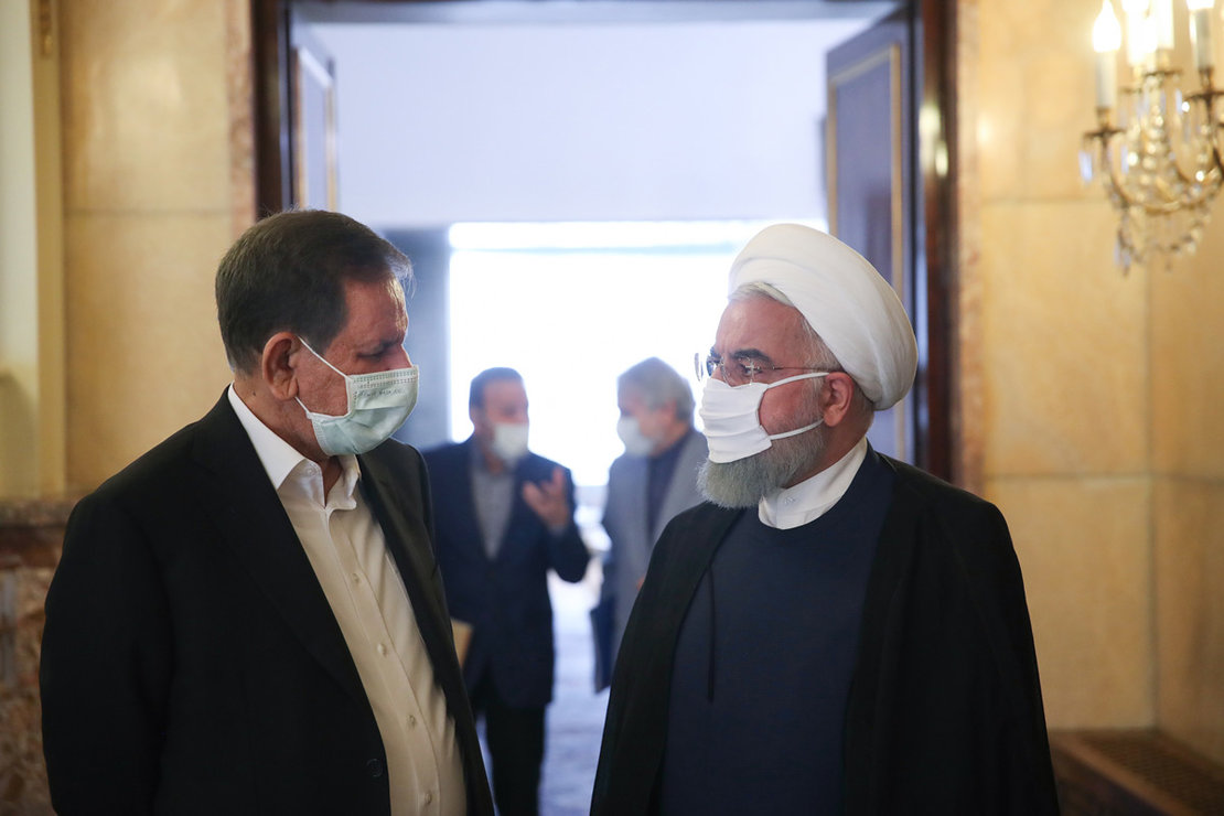 Iranian President Hassan Rouhani (R) talks to First Vice President Eshaq Jahangiri after the government economic coordination headquarters meeting. Photo: Iranian Presidency/dpa.