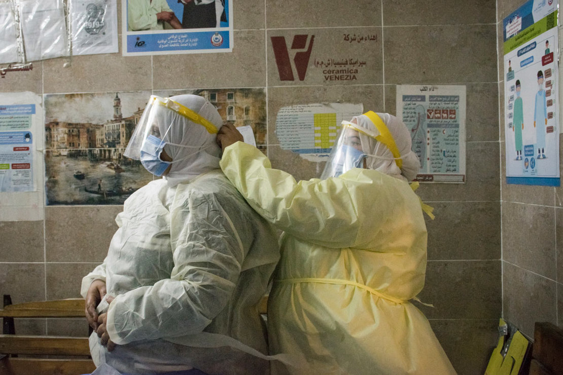 Egypt, Giza: A nurse helps a colleague to put on her personal protective equipment at the 6th of October Central Hospital, which is currently serving as an isolation hospital for coronavirus (COVID-19) patients. Photo: Menna Hossam/dpa.