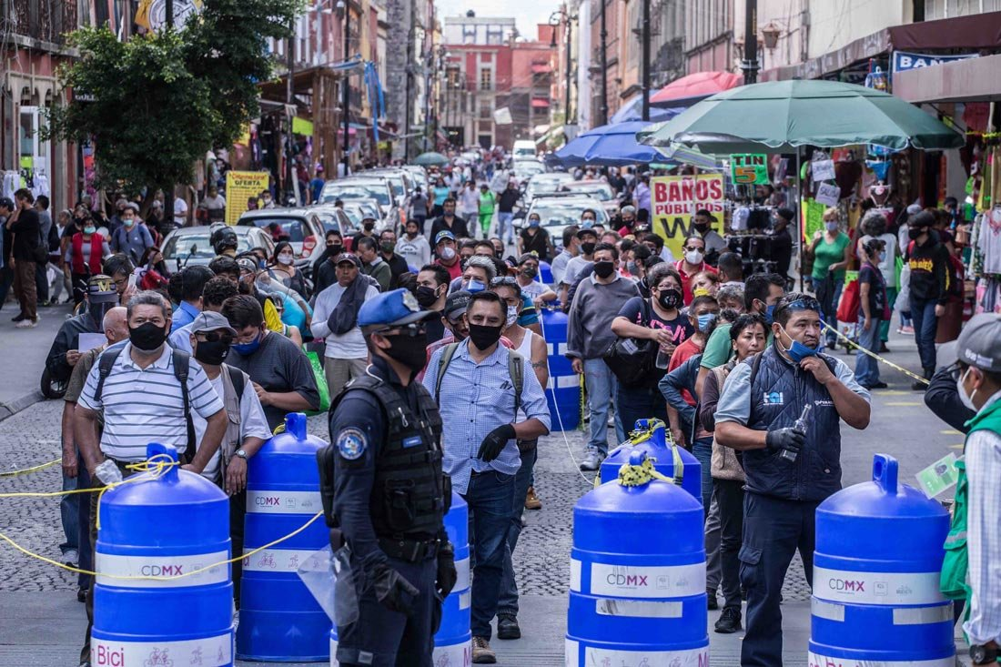 Mexico City: People wait in lines along the street before entering stores area during the gradual reopening of commercial activities in the city, as the coronavirus disease (COVID-19) outbreak continues. Photo: El Universal/El Universal via ZUMA Wire/dpa
