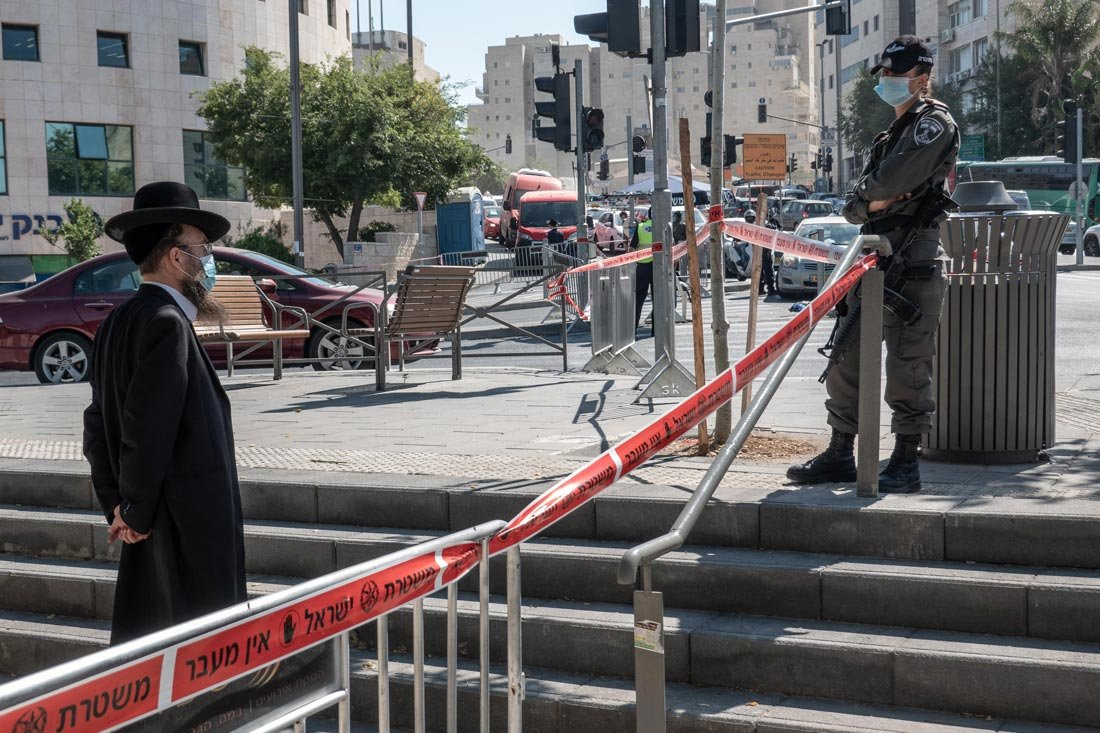 12 July 2020, Israel, Jerusalem: Police enforce a lockdown on the neighbourhood of Romema in Jerusalem, as well as others 5 cities nationwide as the number of new confirmed coronavirus (COVID-19) cases rises. Photo: Nir Alon/ZUMA Wire/dpa