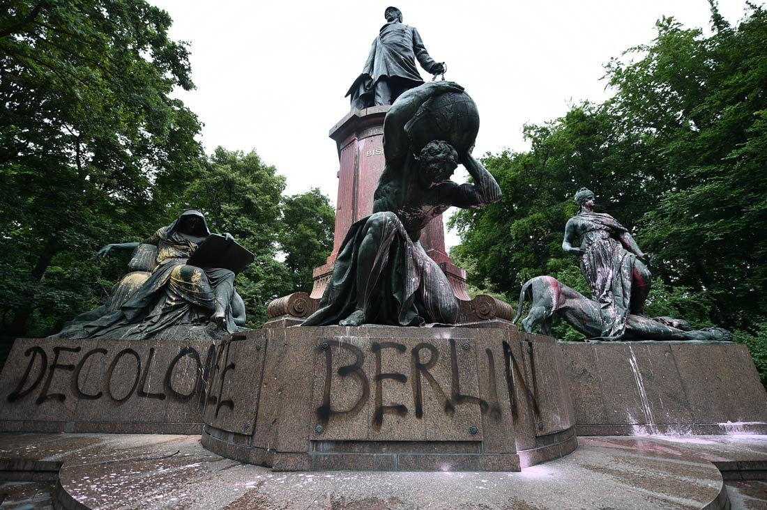 Berlin: Bismarck National Monument is smeared with paint and written on it with spray 'Decolonize Berlin'. Photo: Sven Braun/dpa.