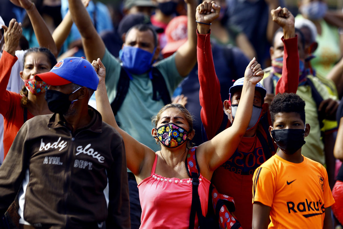 27 July 2020, Venezuela, Valencia: Workers of the market nearby the Plaza de toros Monumental bullring protest the closure of the market by authorities amid the surging numbers in coronavirus cases. Photo: Juan Carlos Hernandez/dpa.
