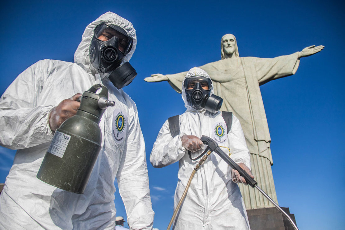 13 August 2020, Brazil, Rio de Janeiro: Military members wear coverall suits and face masks take part in a disinfection process for the statue of Christ the Redeemer, which considers the main tourist spot in Rio de Janeiro as it will reopen next week following the easing of the Coronavirus (Covid-19) lockdown restrictions. Photo: Ellan Lustosa/dpa.
