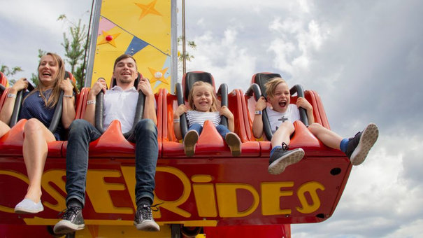 Hundreds exposed to Covid-19 in amusement park and restaurants