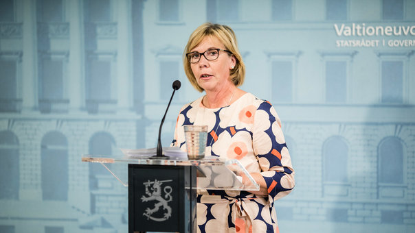 Minister Henriksson says Finnish Swedes are prejudiced, harassed
