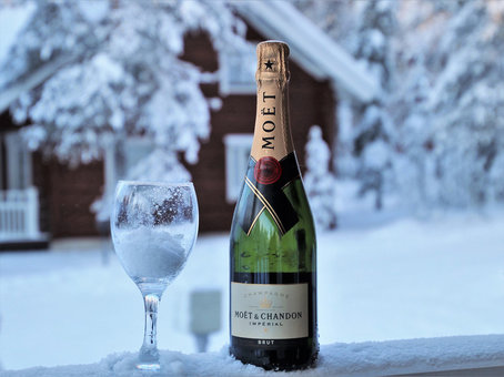 Champagne Lapland by Pixabay.