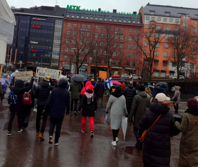 Protesters with posters in the center of Helsinki. Photo: Twitter/@MikkoPuolimatka.