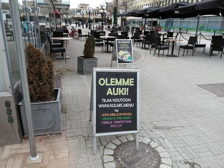 A sign advertises an open cafeteria. Photo: Foreigner.fi.