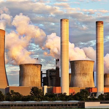 Nuclear-power-plant-air-pollution-chimney-clouds