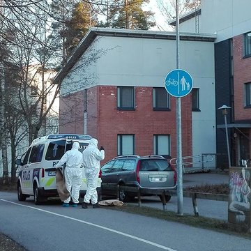 Police officers, dressed in protective suits, carry out an intervention amid the coronavirus pandemic. Photo: Foreigner.fi