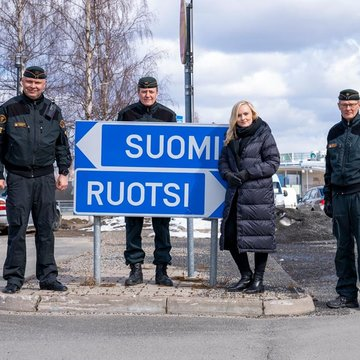 Minister of the Interior Maria Ohisalo with Border Guard officers at the Finnish-Swedish border in Lapland. Photo: Border Guard/@rajavartijat/Twitter.