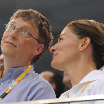 FILED - 10 August 2008, China, Beijing: Bill Gates (L), founder of Microsoft and his wife Melinda attend a swimming race during the 2008 Summer Olympics ​at the National Aquatics Center. Gates said in a tweet on Monday that he and his wife will be splitting up after 27 years. Photo: Bernd Thissen/dpa