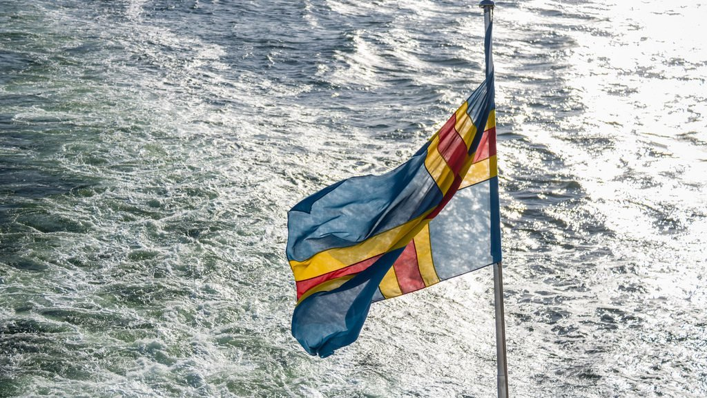 The flag of the Åland archipelago. Photo by Susanne Nilsson.