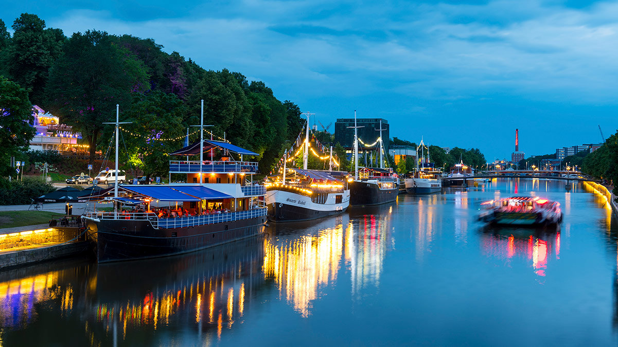 The river Aura with the riverboats turned into restaurants. Photo: Seilo Ristimäki/Visit Turku.