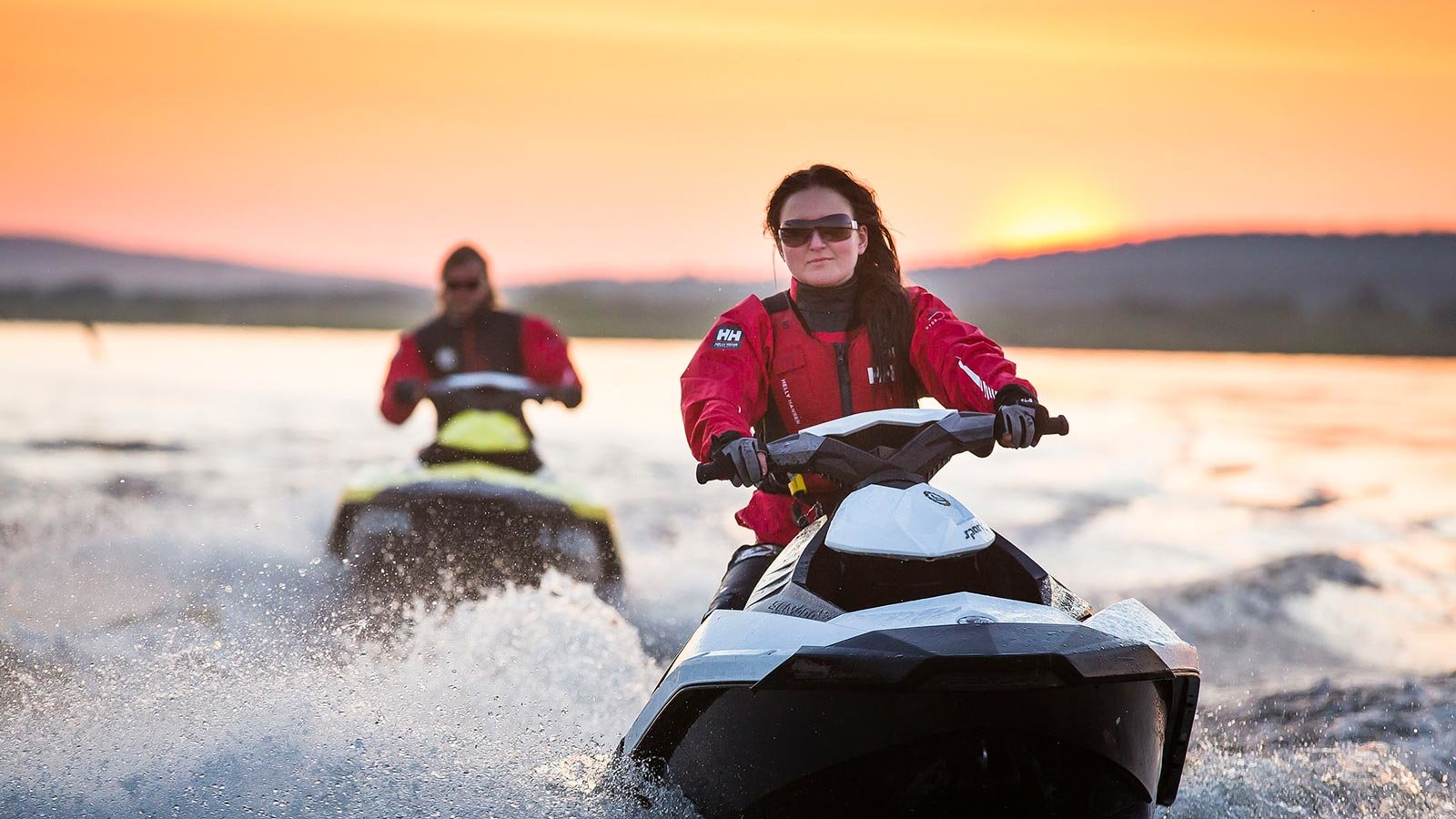 A couple jet skiing under midnight sun in a lake in Rovaniemi (Lapland). Photo: ©Visit Rovaniemi.
