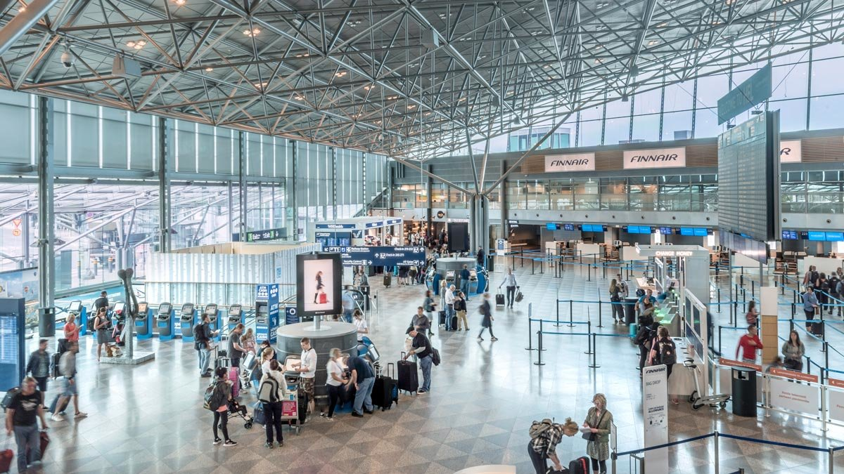 Helsinki airport hall. Photo: © Finavia.