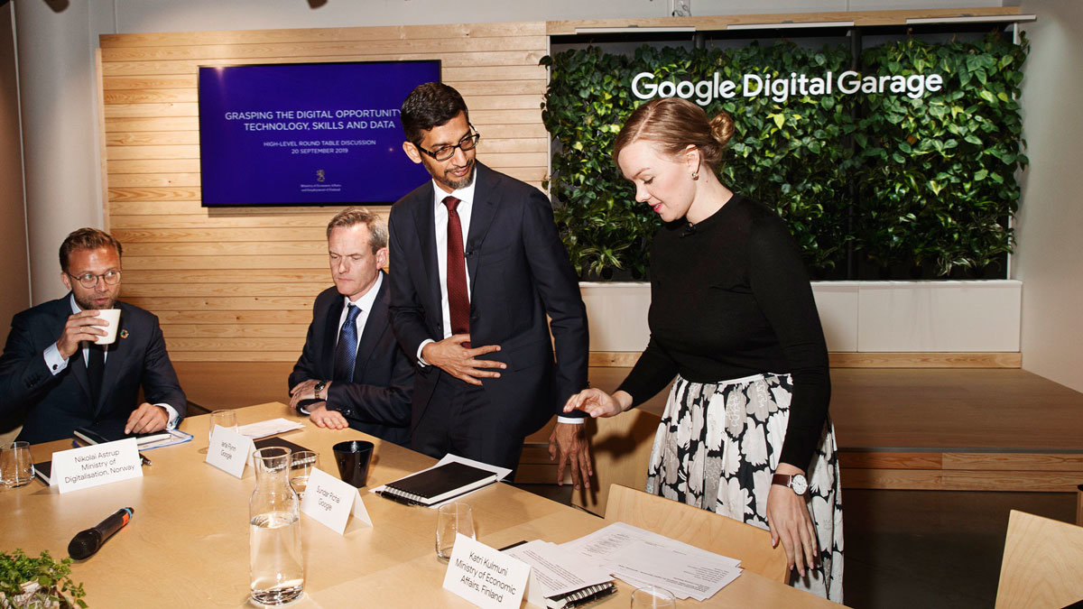 Minister Katri Kulmuni and Google CEO Sundar Pichai at the round table. Photo: TEM/Finnish Government.