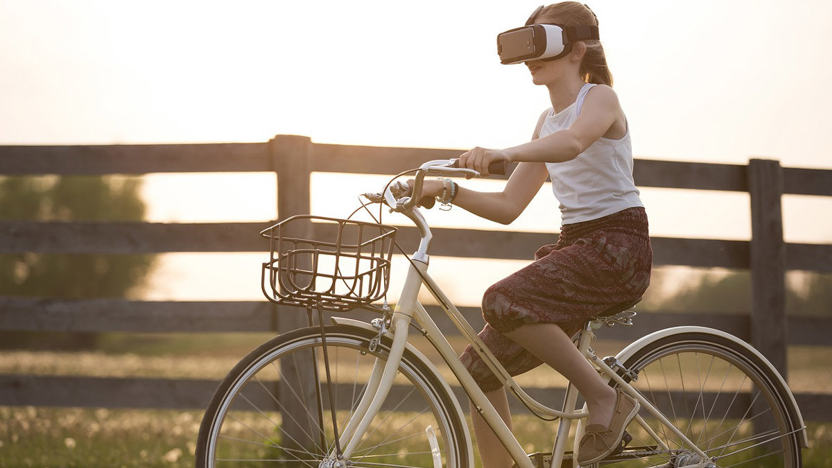 Girl-bycicle-bike-virtual-reality