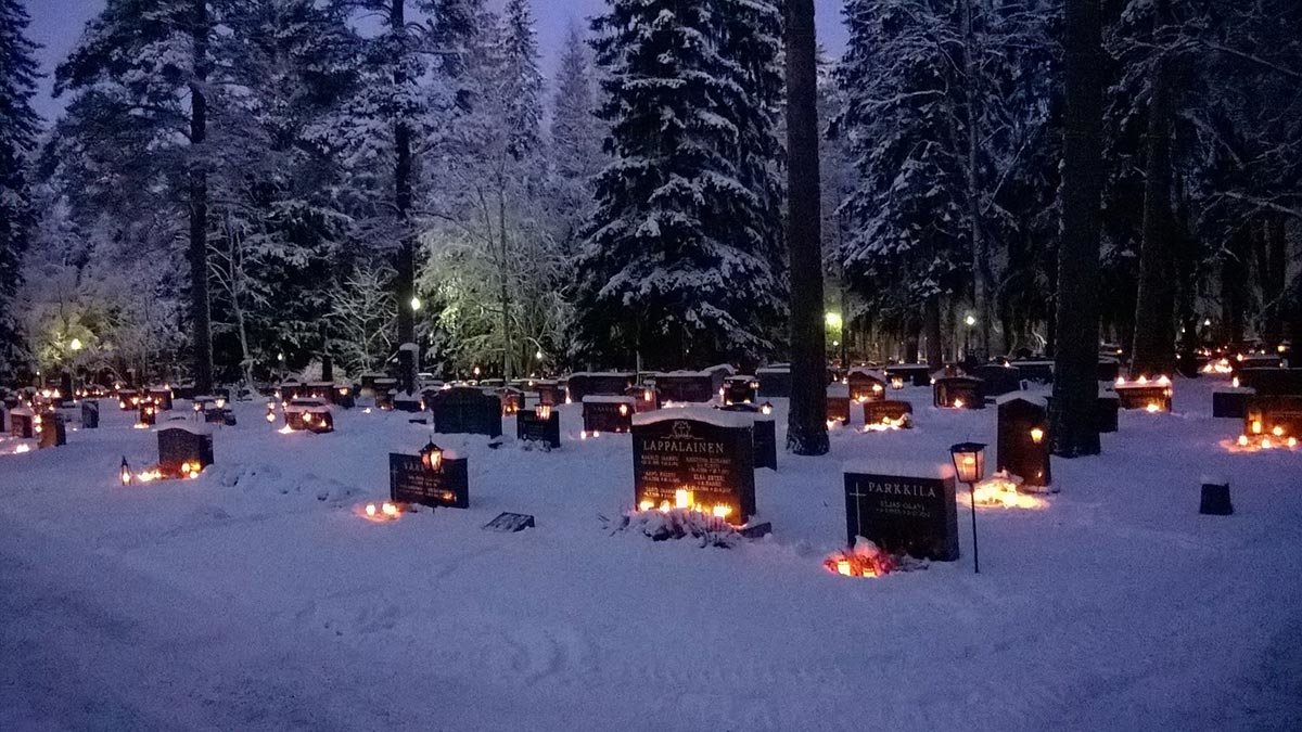 A Finnish cemetery. Photo: Amanda Reed from Pexels.
