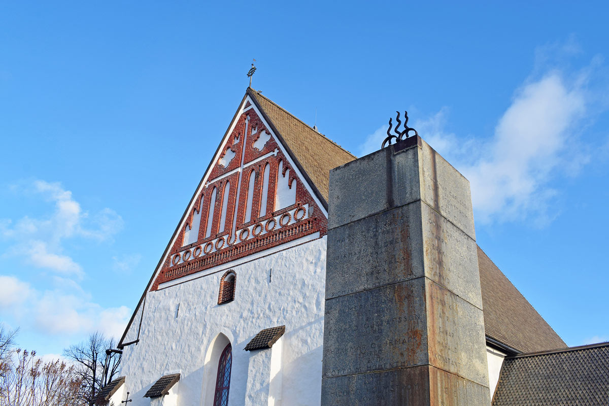 Porvoo-cathedral-by-Pablo-Morilla