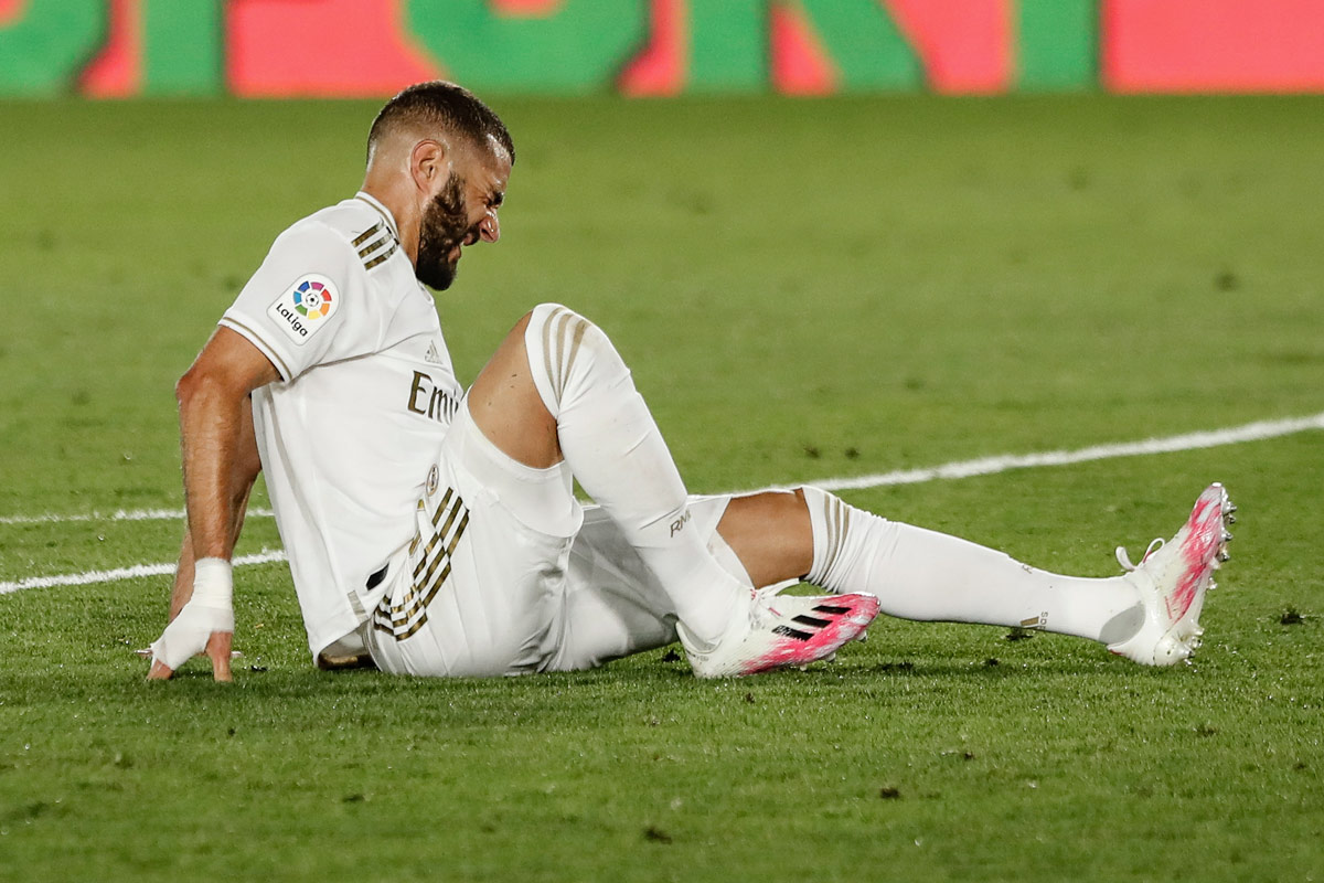 Real Madrid's Karim Benzema reacts after an injury during Spanish Primera Division soccer match between Real Madrid and Deportivo Alaves at the Alfredo Di Stefano stadium. Photo: Enrique de la Fuente/gtres/dpa