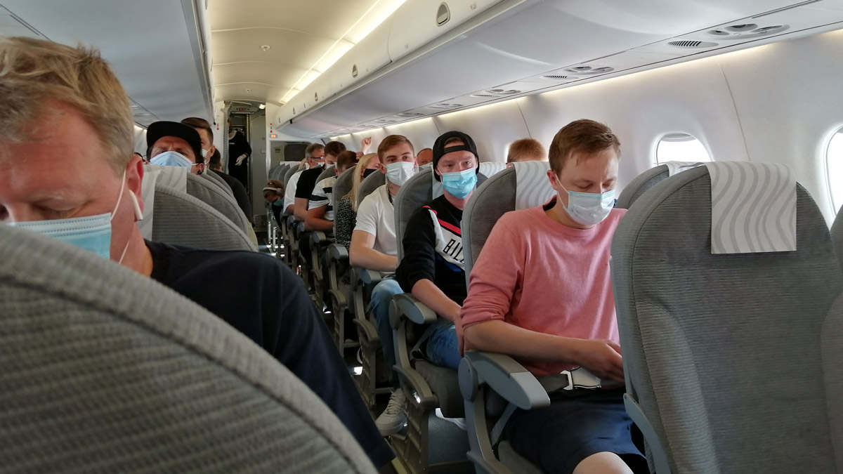 Passengers wearing face masks on a Finnair flight in mid-July. Photo: Foreigner.fi.