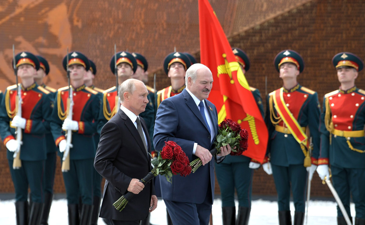 Vladimir Putin (L) and Alexander Lukashenko in a ceremony at the Rzhev Memorial to Soviet Soldiers. Photo: Kremlin/dpa/File photo.