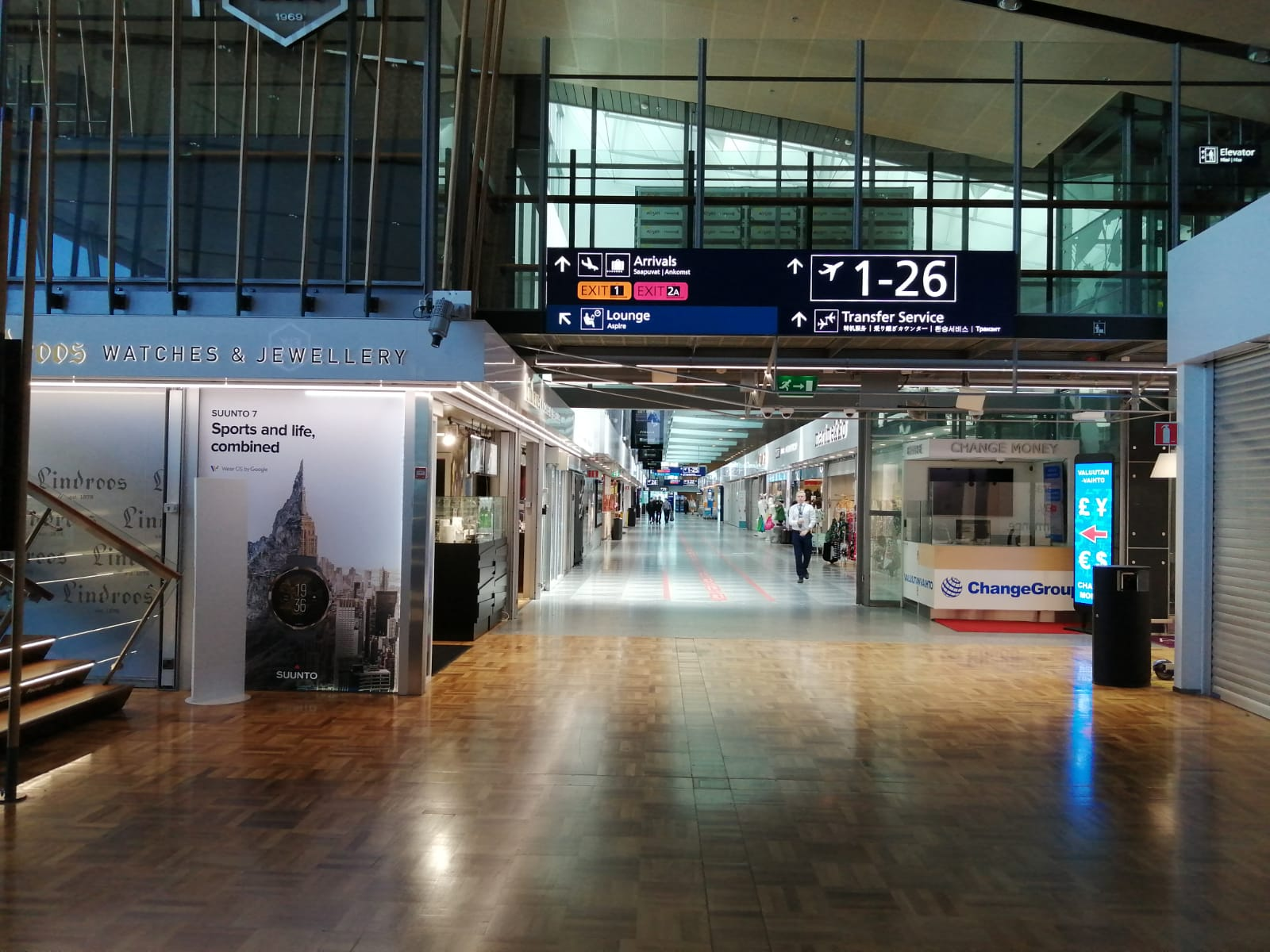 The Helsinki airport boarding area is half empty in July. Photo: Foreigner.fi.