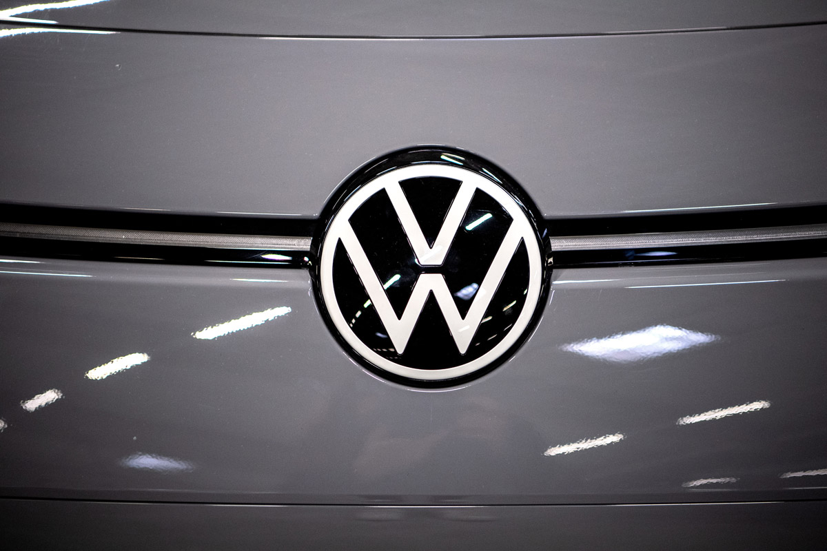 The logo of German automaker Volkswagen is seen on the electric car ID.3. Photo: Sina Schuldt/dpa.