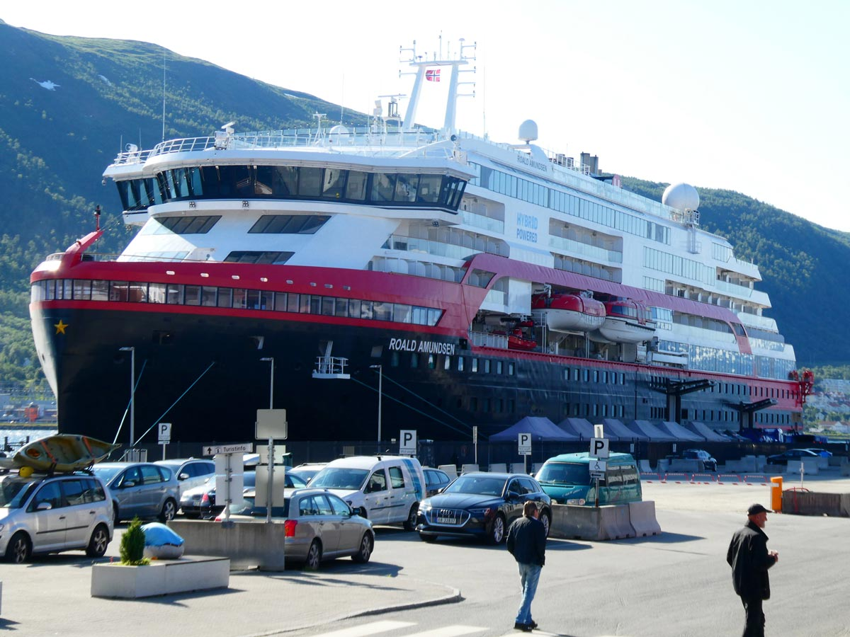 The MS Roald Amundsen cruise ship, operated by Hurtigruten line, arrives at port in Tromso. Photo: Hinrich Bäsemann/dpa.