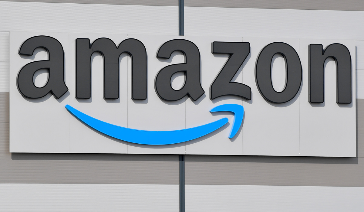 The logo of the E-commerce company Amazon, is pictured on a warehouse. Photo: Patrick Pleul/dpa.