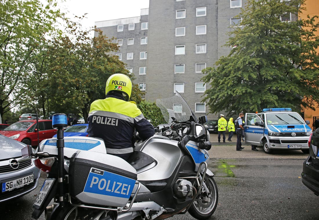 Police present outside an apartment building, where a 27-year-old mother is said to have killed five children in Solingen. Photo: Oliver Berg/dpa.