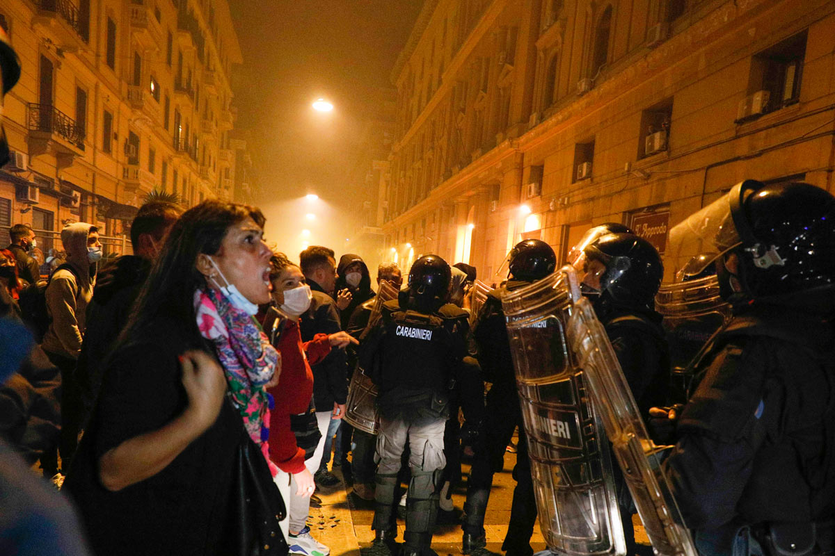 People clash with police forces in Naples during a protest against a curfew and a planned lockdown. Photo: Fabio Sasso/dpa.
