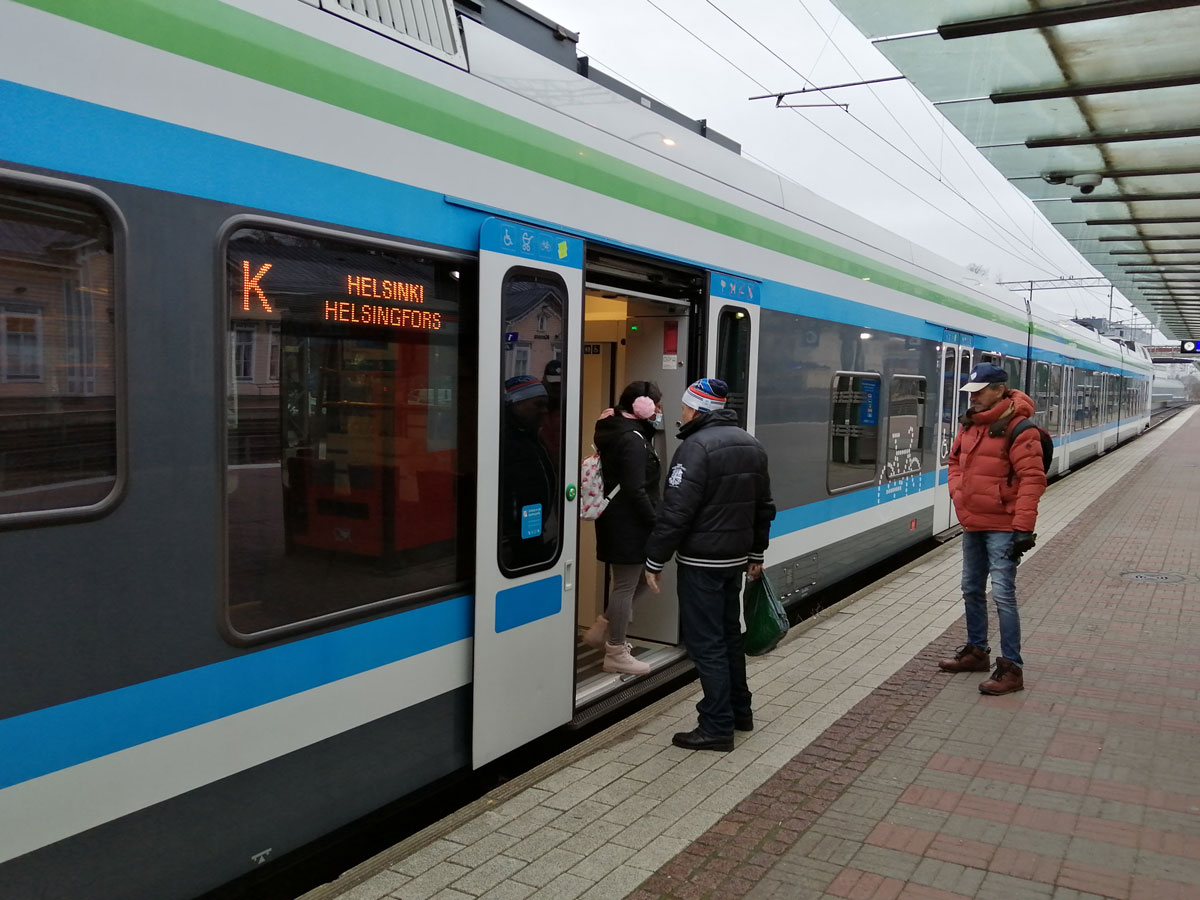 Passengers, about to board a commuter train in the Helsinki region. Photo: Foreigner.fi.
