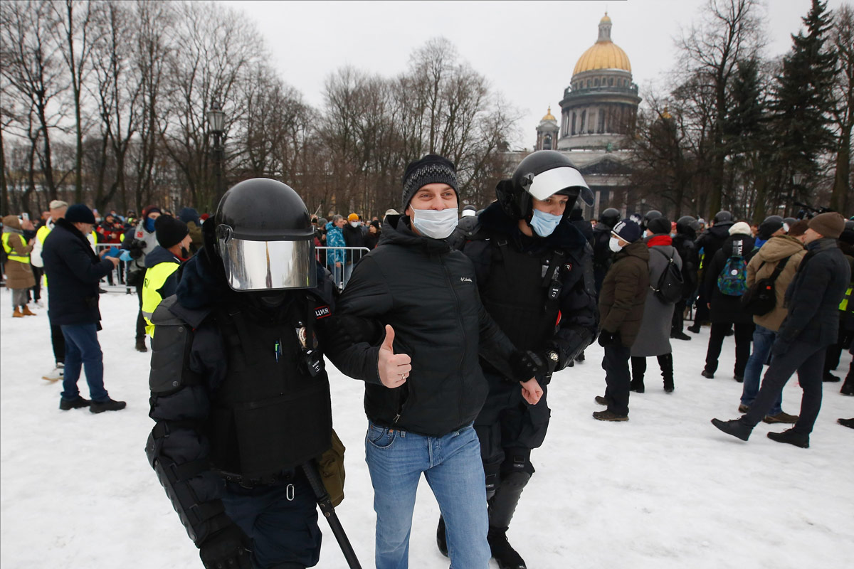 Navalny-protest-saint-petersburg-2-by-dpa