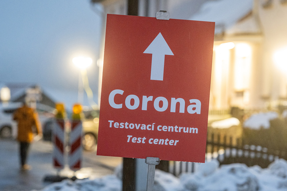 "A sign reading ""Corona"" stands in front of a Corona test station on the German-Czech border. Photo: Armin Weigel/dpa."