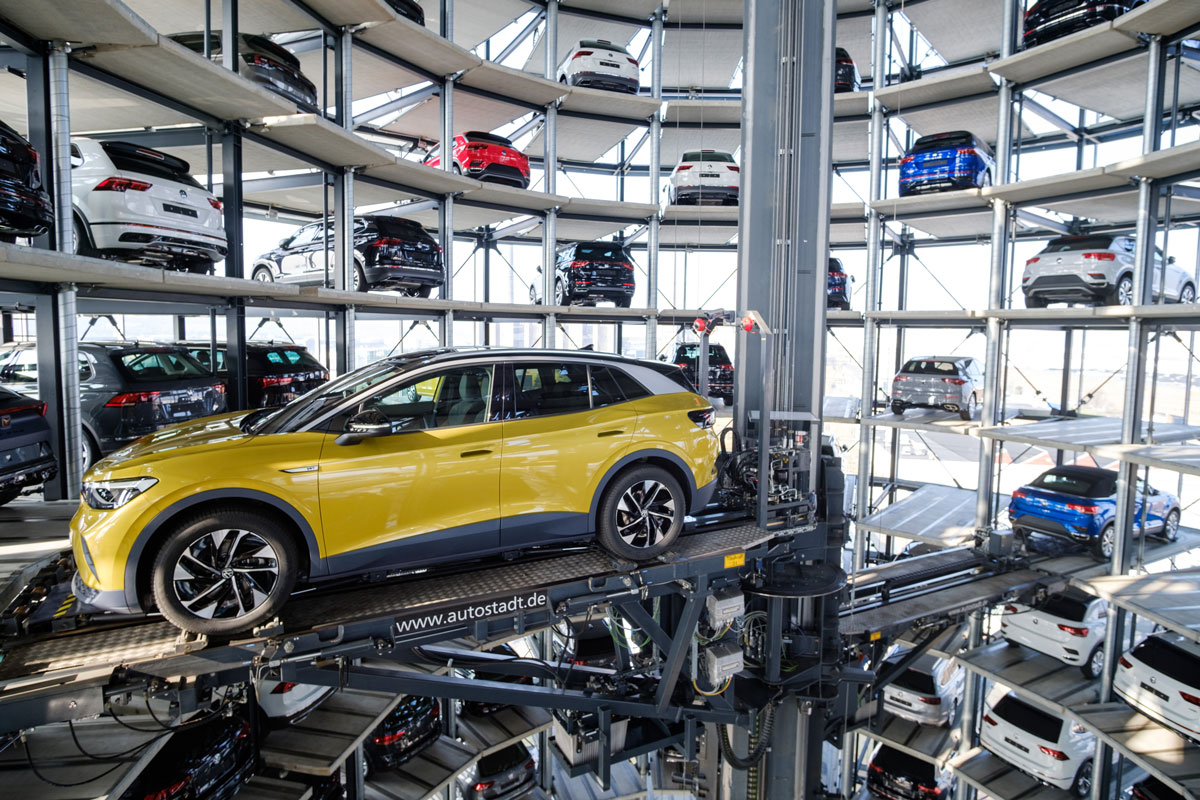 26 March 2021, Lower Saxony, Wolfsburg: A Volkswagen ID.4 stands in a car tower at Autostadt where the German Automaker company started deliveries of the all-electric SUV today. Photo: Ole Spata/dpa